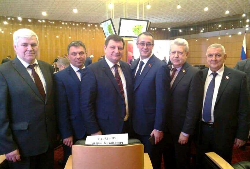 В здании мэрии Москвы состоялось совместное заседание Совета при полномочном представителе Президента РФ в Центральном федеральном округе и Трехсторонней комиссии по регулированию социально-трудовых отношений ЦФО